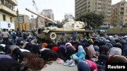 برگزاری نماز جمعه در خلال اعتراضهای ضددولتی در مصر در بهمنماه ۸۹