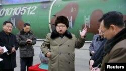 Кін Чен Ин зустрічається з науковціями-ядерниками, Пхеньян, 9 березня 2016 року