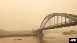 اهواز همچنین با پدیده گرد و غبار نیز مواجه است.
