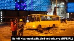 Увечері 13 січня біля метро «Либідська» прорвало тепломережу, сімох людей шпиталізували з опіками кінцівок