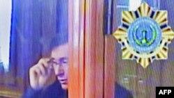 Юрій Луценко на касаційному слуханні 3 квітня 2013 року, відеокадр із телемонітора. Журналістів до зали суду не запросили