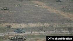 Ermenistanyň harbylary türgenleşik geçirýärler, Daglyk-Garabag, 20-nji noýabr, 2015