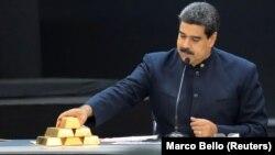 Venesuelada prezidentliyini qorumağa laşıan Nicolas Maduro, qızıl külçələri nümayiş etdirir, 22 mart, 2018