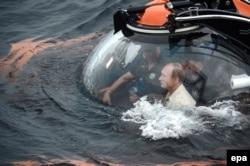 Путін спускається на дно Чорного моря в батискафі разом з Сергієм Фокіним