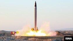 Ирандын жаңы баллистикалык ракетасы сынак кезде.