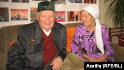 Мәсгут Гаратуев хатыны Разыя ханым белән