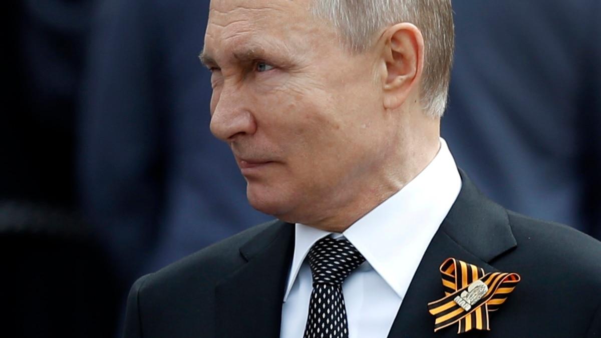 В России Путин отменил парад 9 мая, новой даты нет