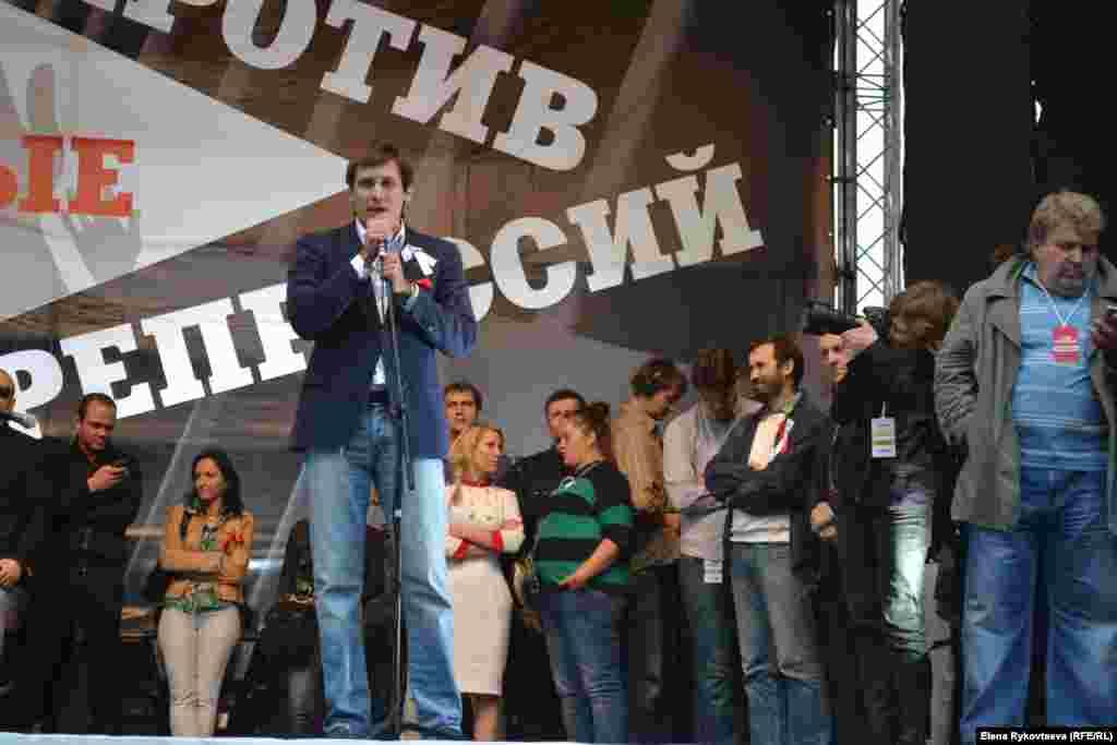 Дмитрий Гудков на трибуне митинга. Москва, 15.09.12