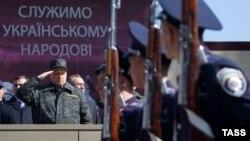 Олександр Турчинов оглядає війська новоствореної Національної гвардії, 31 березня 2014 року