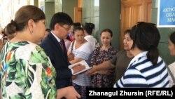 Одна из предыдущих встреч матерей с представителями акимата.