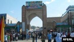 Tajikistan -- Market in the Isfara city, 20Oct2009