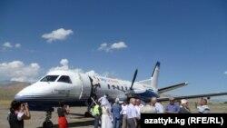 Салтанаттуу иш-чарага Sky Bishkek компаниясынын учагы менен Транспорт жана байланыш министрлигинин өкүлдөрү болуп 30дай киши келди.