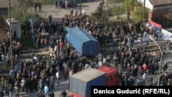 FOTOGALERIJA: Radnici FAP-a blokirali prugu Beograd-Bar