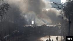 Майдан в дыму. Киев, февраль 2014 года