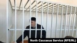 Оюб Титиев в день судебного заседания в Старопромысловском суде г. Грозного. 6 марта, 2018 г.