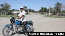 Амзебек Шамшатов, житель села имени Комекбаева. Кызылординская область, 16 июля 2013 года.