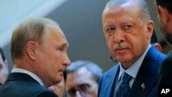 Vladimir Putin (solda) və Recep Tayyip Erdoğan (Foto arxivdəndir)