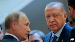 Russiýanyň prezidenti Wladimir Putin (çepde) we Türkiýäniň prezidenti Rejep Taýyp Erdogan.