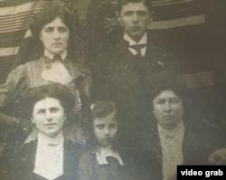 Mama și bunica lui Aharon Appelfeld la Cernăuți