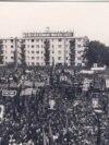 Vizită la Botoșani pe 15 septembrie 1977, cu exact 12 ani înainte. În acest interval, cultul personalității a atins un nivel paroxistic. Sursa: comunismulinromania.ro (MNIR)