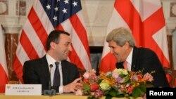 Ջոն Քերրին և Իրակլի Ղարիբաշվիլին ԱՄՆ - Վրաստան ռազմավարական գործընկերության հանձնաժողովի նստաշրջանի բացումից առաջ, Վաշինգտոն, 26-ը փետրվարի, 2014թ․