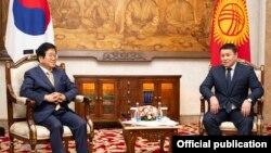 Кыргызстандын Жогорку Кеңешинин төрагасы Талант Мамытов менен Түштүк Кореянын Улуттук жыйынынын төрагасы Пак Бён Сок 5-апрелде Бишкекте жолугушту.