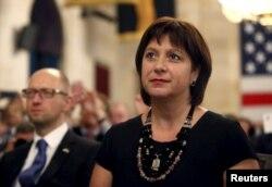 Міністр фінансів України Наталія Яресько та прем'єр-міністр України Арсеній Яценюк під час бізнес-форуму у Вашингтоні. Липень 2015 року