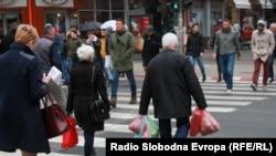 Скопје, луѓе на улица