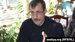 Адам құқығы жөніндегі қазақстандық бюроның директоры Евгений Жовтис. Алматы, 17 қазан 2016 жыл.
