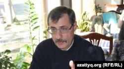 Правозащитник Евгений Жовтис. Алматы, 17 октября 2016 года