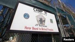 Гуантанамо түрмесінің маңдайшасы.