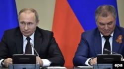 Президент России Владимир Путин и председатель Госдумы России Вячеслав Володин.