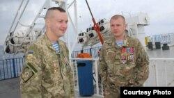 Солдати Сергій Приймак і Олександр Скрипнюк (праворуч), фото з особистого архіву Скрипнюка