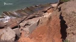 В ожидании экологической экспертизы: почему в Крыму исчезают пляжи (видео)