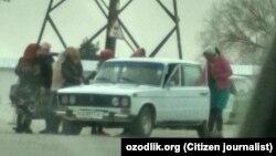 Женщины=мардикоры на дороге Наманган – Чартак.