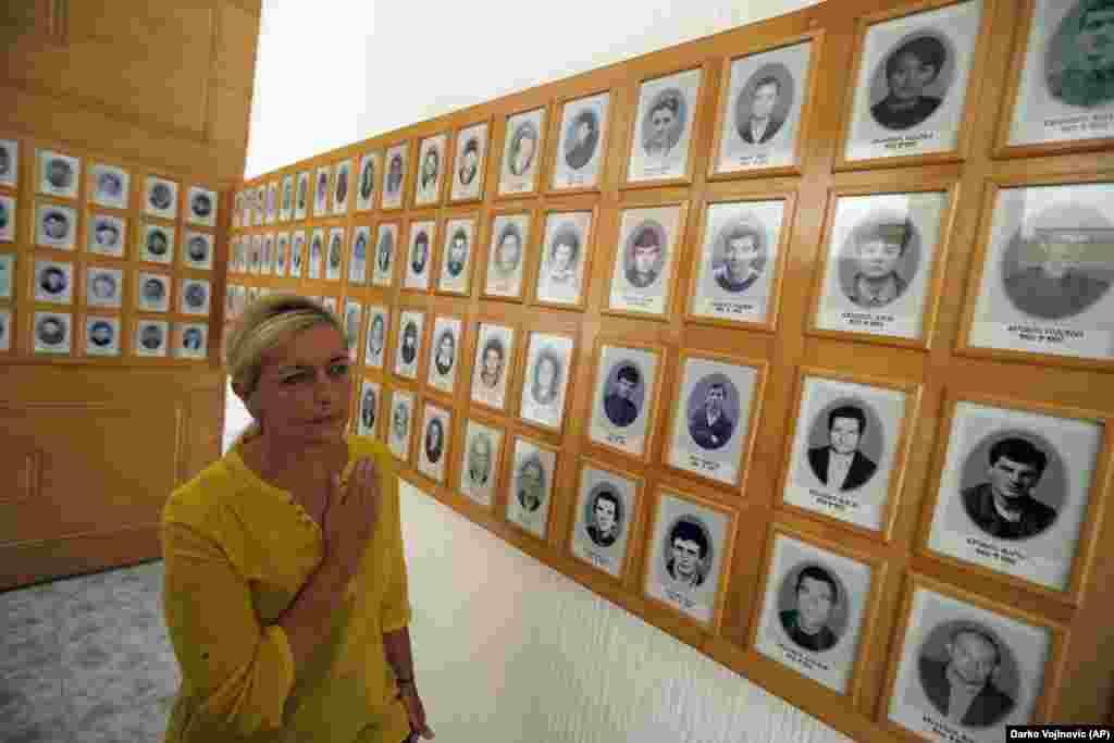 САД - Соединетите држави го критикуваа потегот на парламентот на Република Српска за поништување на извештајот во кој се наведува дека силите на Босанските Срби убиле илјадници муслимани во Сребреница. Во соопштението на Стејт департментот се наведува дека извештајот што Република Српска го усвои во 2004 година за геноцидот во Сребреница беше важен чекор за помирување во земјата.