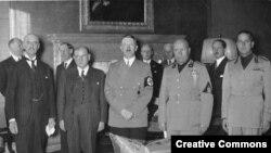 Lideri Velike Britanije, Francuske, Nemačke i Italije nakon potpisivanja Minhenskog sporazuma
