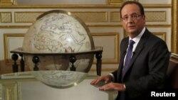 Ֆրանսիայի նախագահ Ֆրանսուա Օլանդը հեռուստահարցազրույցի ժամանակ, արխիվ