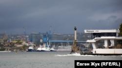 Над містом згустилися хмари. Севастополь після дощу (фотогалерея)