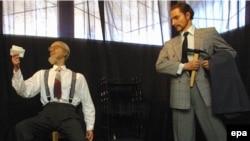 Voštane figure Trockog (levo) i njegovog ubice Ramona Merkadera na jednoj od izložbi u Sankt Petersburgu