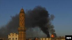 تصویری آرشیوی پس از حملهای هوایی به مواضع حوثیها در صنعا