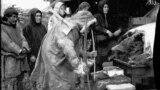 Поклонение медведю. Манси р. Пелыма. 1926 г. Фото: Л. Сурин. Государственный архив Свердловской обл.