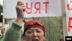Кыргызстандагы 2005-жылкы Жогорку Кеңешке шайлоо өнөктүгү чоң казаттын башы сыяктуу коогалаң менен башталган.