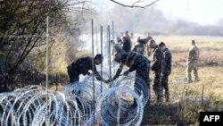 Postavljanje bodljikave ograde na slovensko-hrvatskoj granici