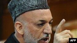Х.Карзай Лоя Жырганын төрт күндүк жыйынында сүйлөп жатат, Кабул, 16-ноябрь, 2011