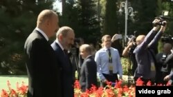 Президент Азербайджана Ильхам Алиев и премьер-министр Армении Никол Пашинян. Душанбе, 28 сентября 2018 года.