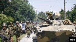 В Зугдиди вошли российские войска, теперь его начинает покидать русское население