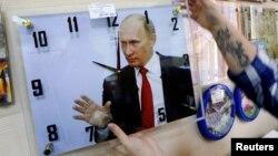 Часы с портретом Путина, магазин в Красноярске, сентябрь 2016 года