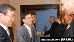 Diplomatlar BMG-niň Türkmenistandaky wekilleri bilen duşuşýarlar, Aşgabat, 2010-njy ýylyň 4-nji noýabry.