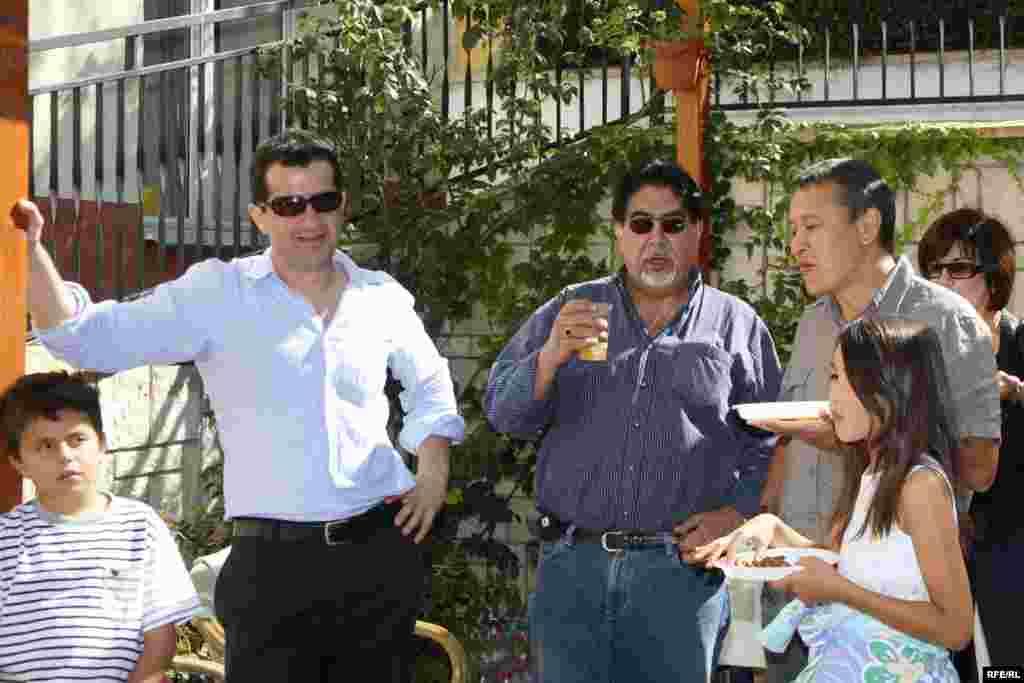 Отқа піскен палау қандай дәмді! - Kazakhstan-Kazakh Service Web Party, Guests Are Talking